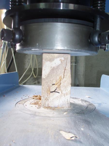 岩石試験(岩の一軸圧縮試験)